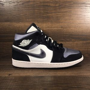 Air Jordan 1 Mid SE Satin Smoke Grey